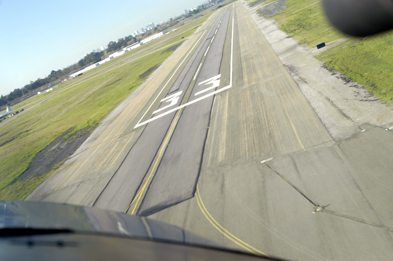 Oakland Airport (KOAK) Runway 33 from the left seat