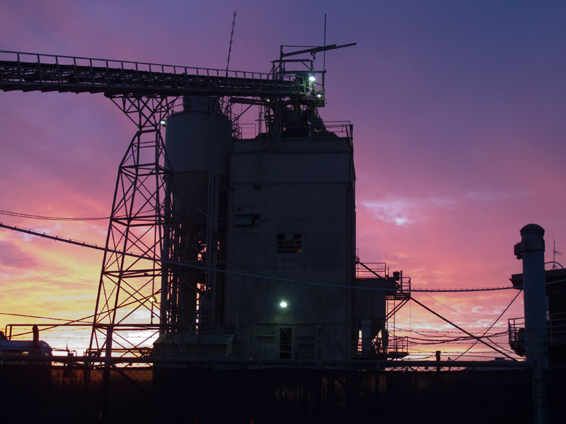 A Jingletown sunset (the 23rd Avenue Cemex plant, Oakland, November 2010)