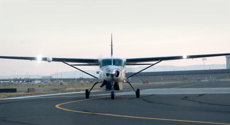Fedex Cessna 208 off runway 27R, Oakland North Field, KOAK Oakland