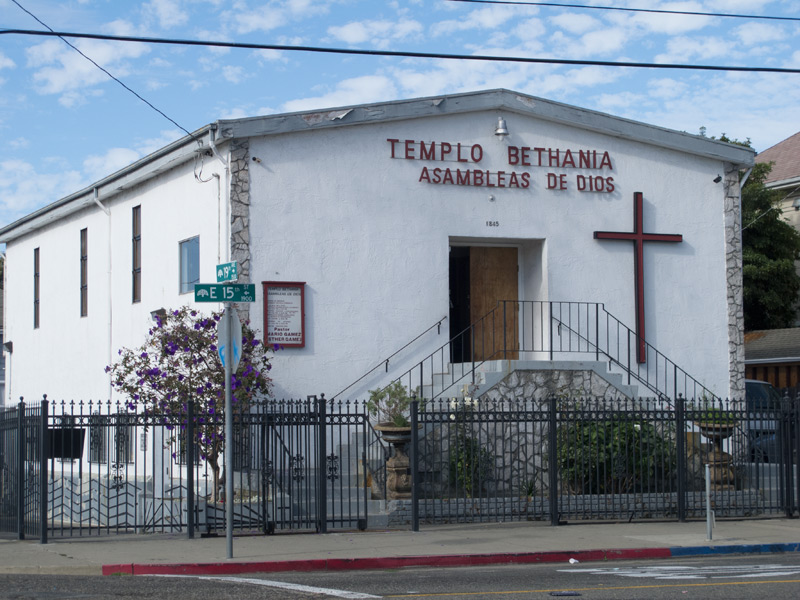Templo Bethania, East 15th, Oakland.
